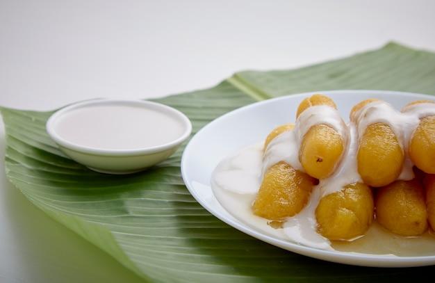 Banana deliciosa em calda para doce tailandês