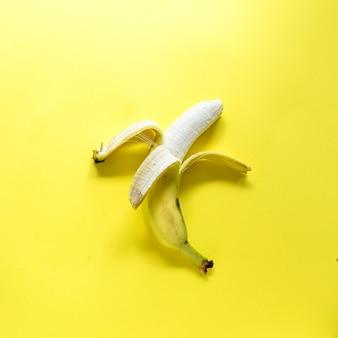 Banana descascada fresca