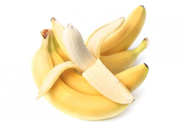 Banana descascada, isolada no fundo branco