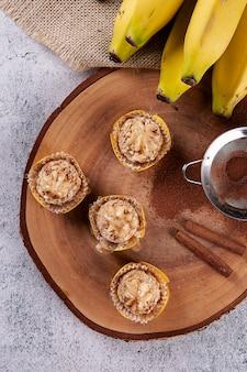 Banana e canela gourmet brigadeiro. doce típico brasileiro.