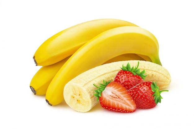 Banana e morango isolado no branco