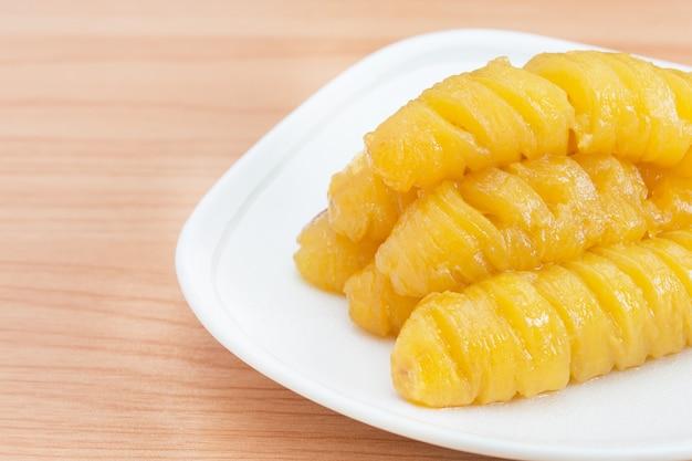 Banana fervida com xarope (sobremesa tailandesa).