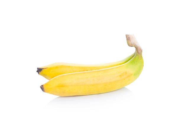 Banana isolada no espaço em branco.