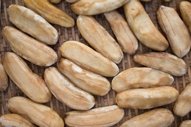 Banana preservada por diversos métodos, bananas secas.