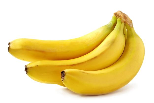 Bananas amarelas brilhantes em branco