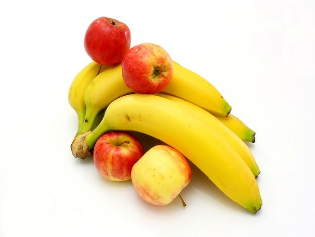 Bananas amarelas maçãs e peras ainda-vida