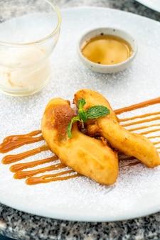 Bananas fritas com sorvete