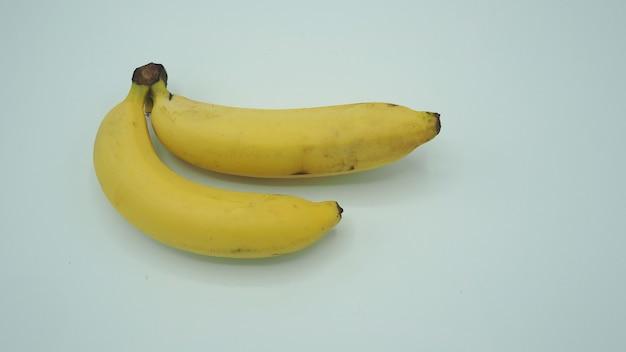 Bananas isoladas em um fundo branco.