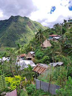 Banaue, filipinas - 8 de março de 2012. a pequena vila em banaue, filipinas