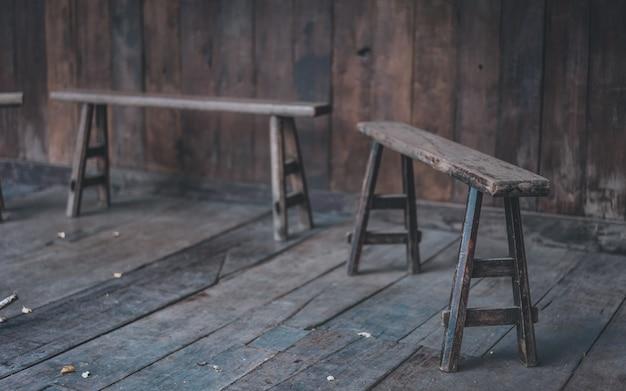 Banco de madeira vintage
