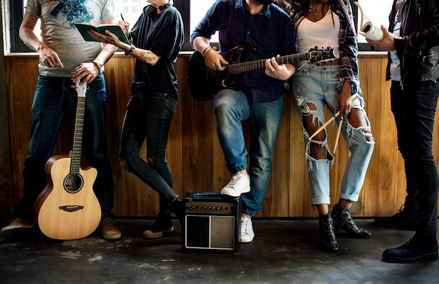 Banda de música amizade de ensaio juntos