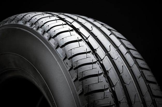 Banda de rodagem de pneu de verão, vista lateral