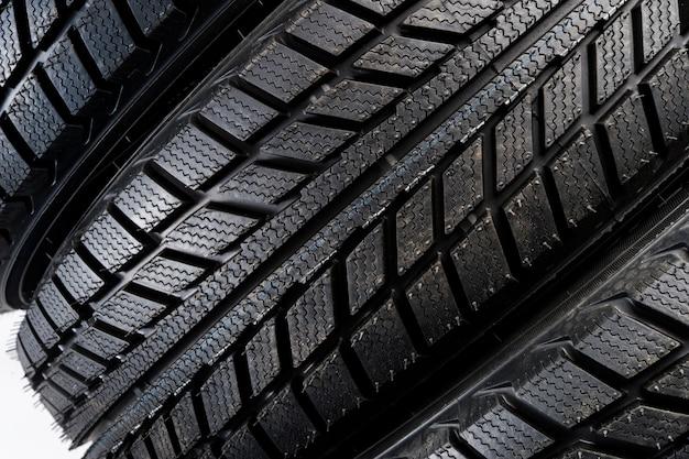 Banda de rodagem direccional de pneus, rodas para automóveis