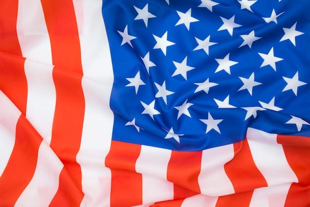 Bandeira americana acenando com um fundo abstrato