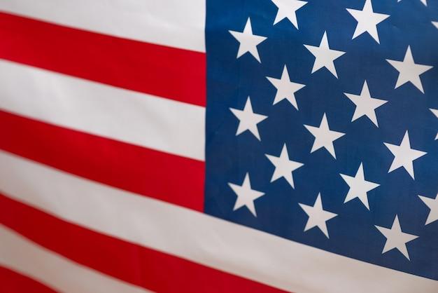Bandeira americana como pano de fundo. fundo desfocado.