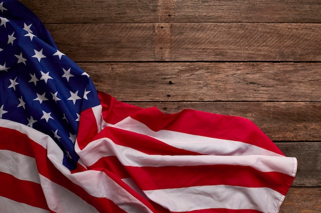 Bandeira americana e tábuas de madeira