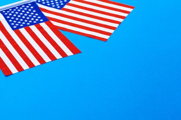 Bandeira americana em fundo azul