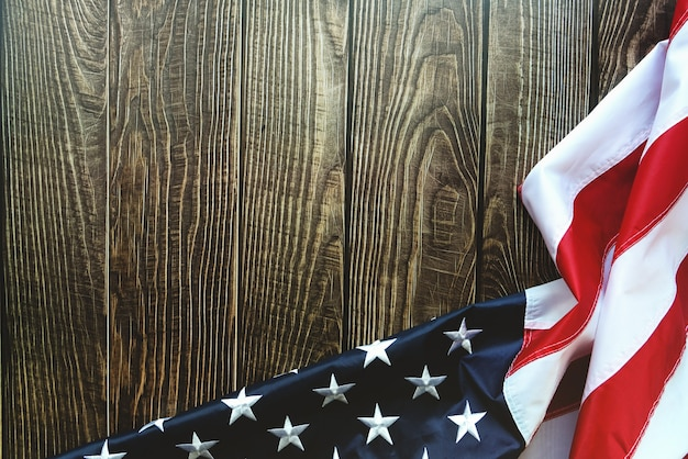 Bandeira americana em fundo de madeira com espaço de cópia