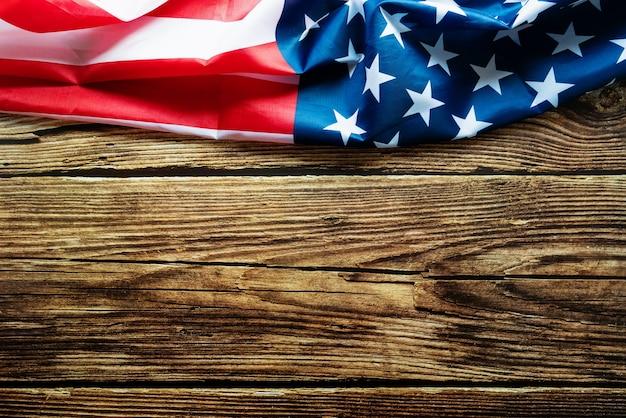 Bandeira americana em fundo de madeira