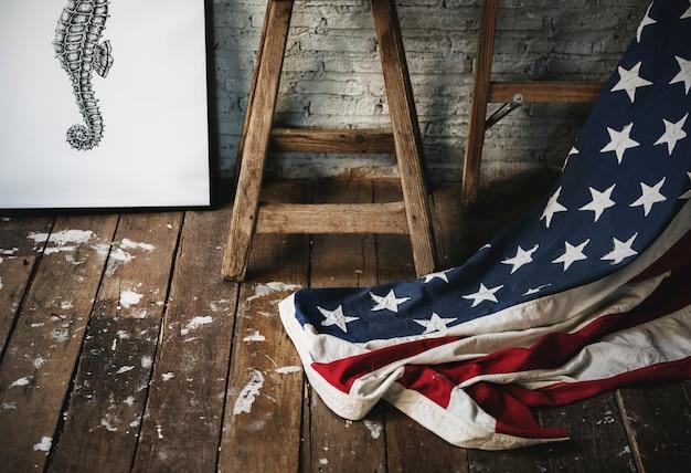 Bandeira americana em um quarto