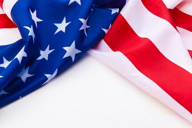 Bandeira americana isolada em um fundo branco