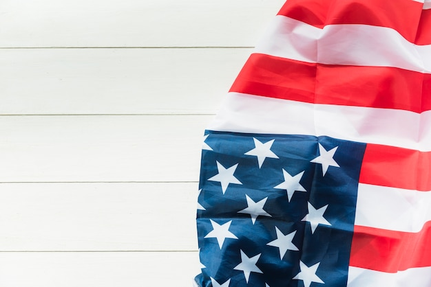 Bandeira americana na superfície listrada