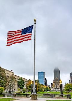 Bandeira americana no american legion mall em indianapolis indiana, estados unidos