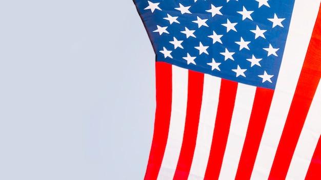 Bandeira americana no fundo do céu
