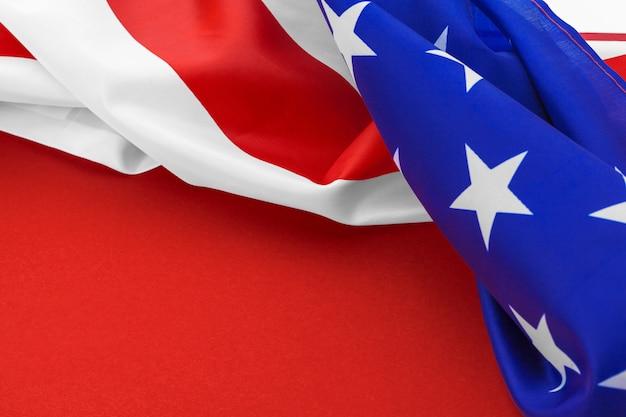 Bandeira americana no vermelho