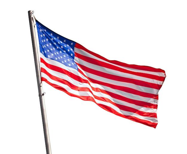 Bandeira americana tremulando isolada no branco