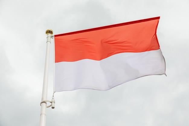 Bandeira branca e vermelha do reino monako