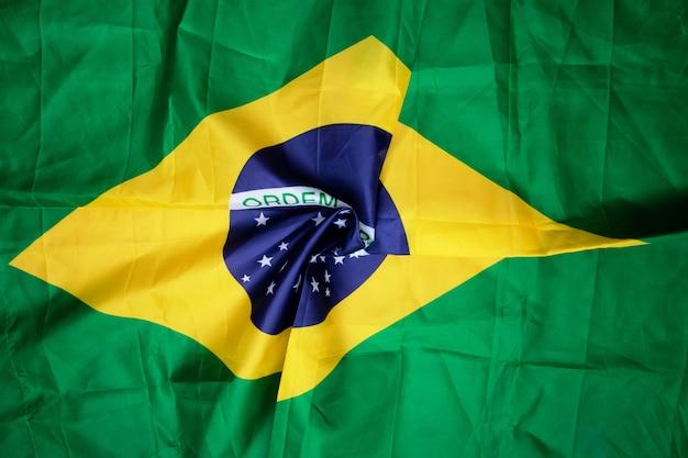 Bandeira brasileira amassada