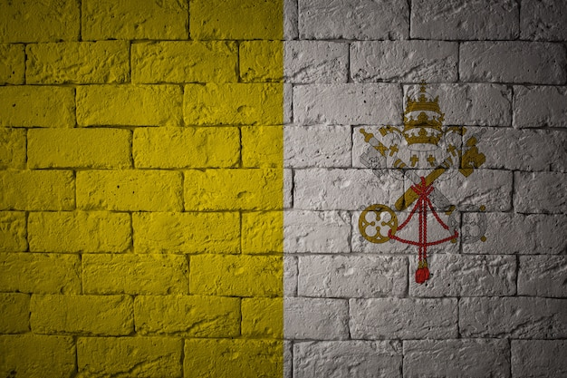 Bandeira com proporções originais. closeup da bandeira do grunge da cidade do vaticano