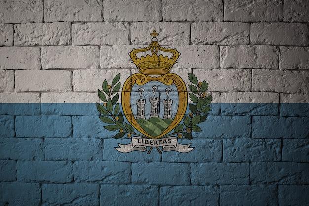 Bandeira com proporções originais. closeup da bandeira do grunge de san marino