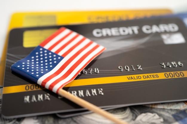 Bandeira da américa dos eua no desenvolvimento financeiro de cartão de crédito conta bancária