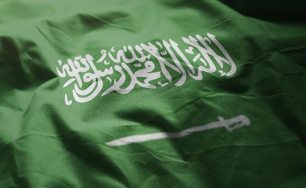 Bandeira da arábia saudita amarrotada close up