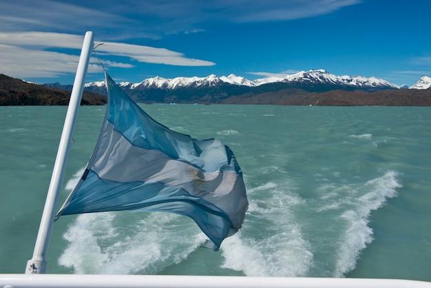 Bandeira da argentina acenando