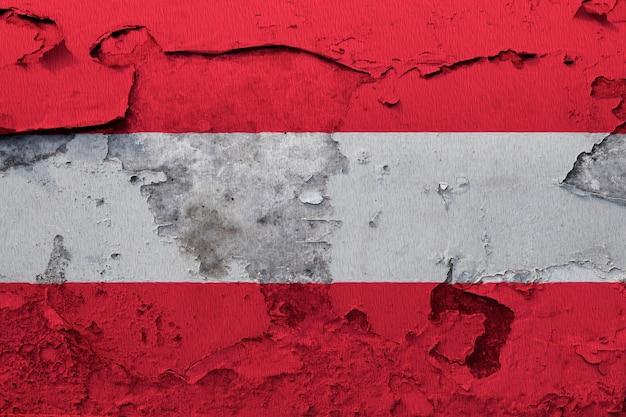 Bandeira da áustria pintado na parede rachada do grunge
