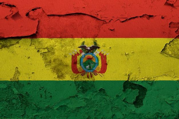 Bandeira da bolívia pintada na parede rachada do grunge