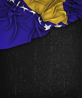 Bandeira da bósnia e herzegovina vintage em um quadro preto do grunge com espaço para o texto