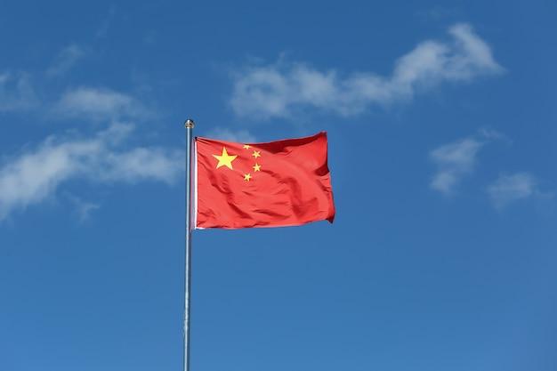 Bandeira da china balançando ao vento.