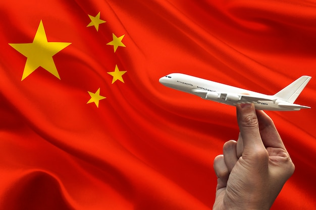 Bandeira da china e avião em miniatura