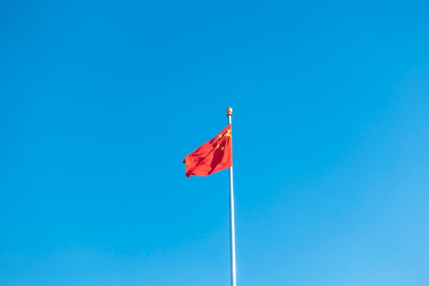 Bandeira da china no céu azul