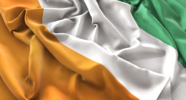 Bandeira da costa do marfim ruffled beautifully waving macro close-up shot