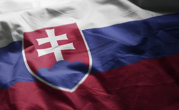 Bandeira da eslováquia amarrotada close up