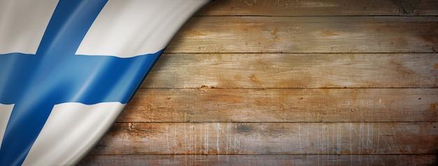 Bandeira da finlândia em parede de madeira vintage