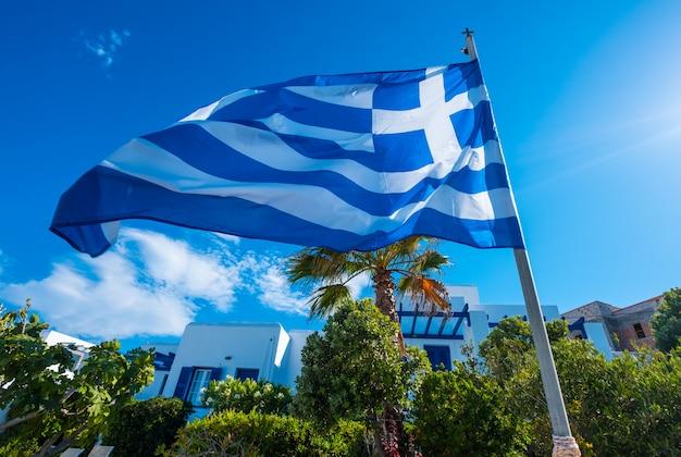 Bandeira da grécia no mastro da bandeira