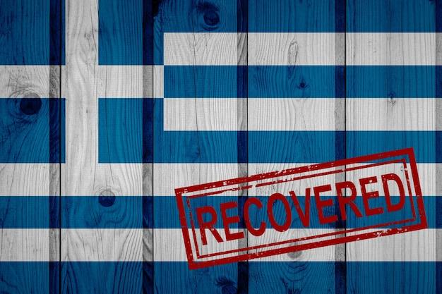 Bandeira da grécia que sobreviveu ou se recuperou das infecções da epidemia do vírus corona ou coronavírus. bandeira do grunge com selo recuperado