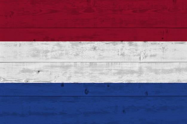 Bandeira da holanda pintada na prancha de madeira velha