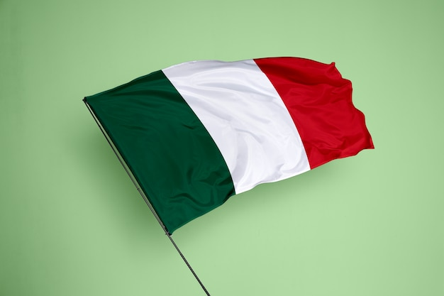 Bandeira da itália ao fundo